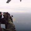 ヘリコプターVSドローン!ヘリコプターの機関銃が火を噴く!