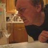 まるで魔法!?声の力でグラスを割る男!