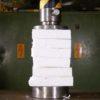 油圧プレスVS発泡スチロール!プレスの力が半端ない!!