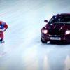 「人類VS車」氷の上ではどちらが早いのか!スピードスケーターと車の異種対決!