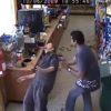 飲みすぎ注意!監視カメラが捉えた泥酔客の様子が話題に!