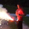 ドヤ顔しながら股間から花火を噴射!悪い予感しかしない・・・。