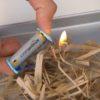 電池とガムを使って火をおこす方法がスゴすぎる!旅のお供に欠かせないアイテム!