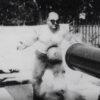 1920年代のイカれた検証動画!鉄の腹を持つ男のボディに大砲をぶち込む!