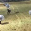 まるで人がゴミのようだ・・・。ノッカーボールを着込みながらサッカーする人が闘牛に吹っ飛ばされる!