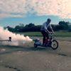 ガスボンベで自作バイク!?危険すぎる発明王!