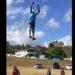 衝撃!凧揚げ大会で人が飛ぶ!命知らずなパフォーマンス!